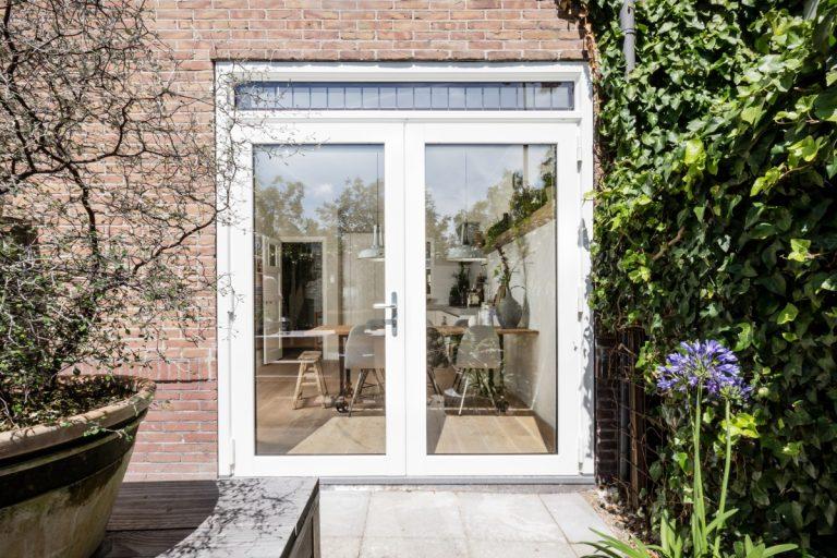 Kozijn en Zo Kunststof Kozijnen - Openslaande deuren met binnenzonwering - Onderhoudsarme kozijnen schelen tijd en geld