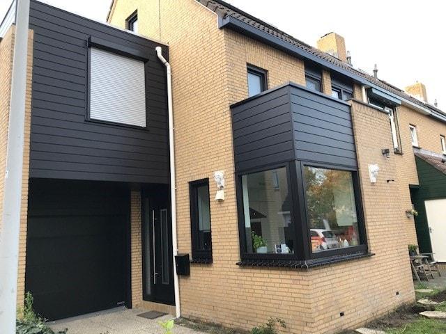 Kozijn & Zo Hoogvliet - zwarte kunststof kozijnen in Spijkenisse - ramen, deur en gevelbekleding - onderhoudsarme kozijnen